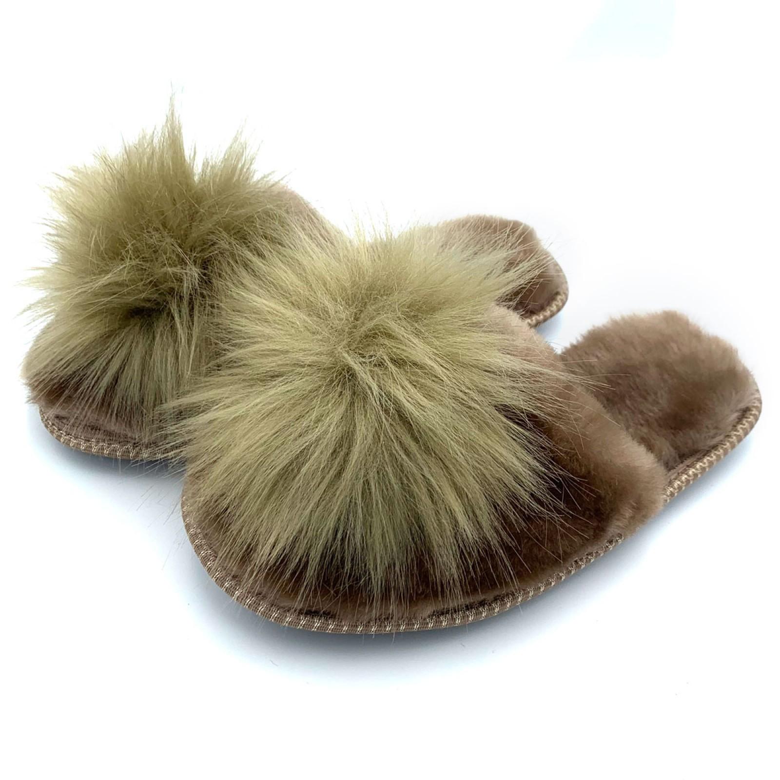 Тапочки из овчины коричневые с помпоном на резиновой подошве